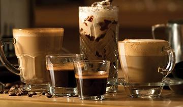 Vara servim cafeaua in pahar